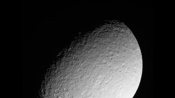 NASA Spacecraft Snaps Last Close-Up Photos of Icy Saturn Moon