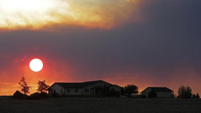 Colorado wildfire crews look to change in winds