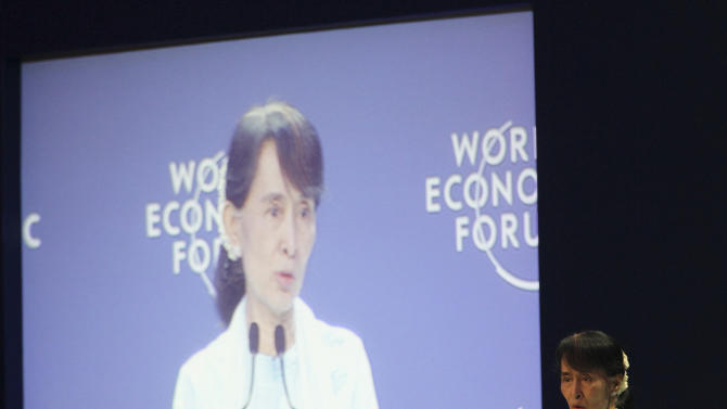 Myanmar opposition leader Aung San Suu Kyi addresses the World Economic Forum on East Asia in Bangkok, Thailand, Friday, June 1, 2012. (AP Photo/Sakchai Lalit)