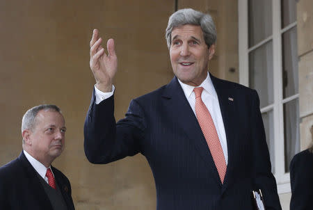 Kerry in Nigeria to urge non-violence before presidential vote