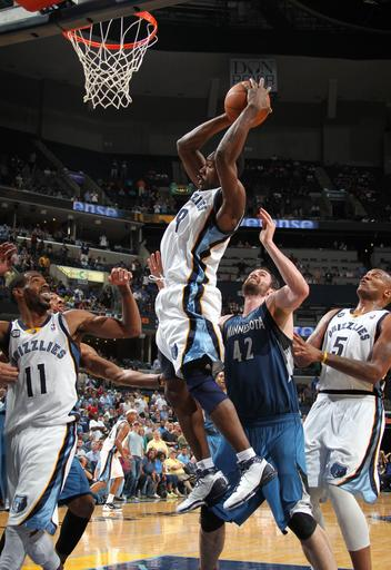 Gay, Cunningham lead Grizzlies over Wolves
