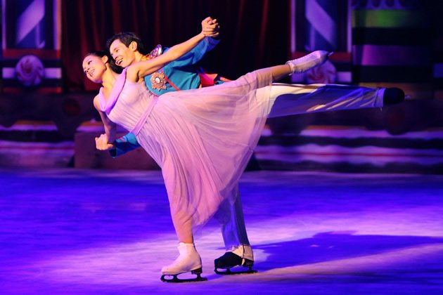 "Anastasia Ignatyeva and Bogdan Berezenko star as Maria and the Nutcracker Prince in ""The Nutcracker on Ice"". (Photo courtesy of BASE Entertainment Asia)"