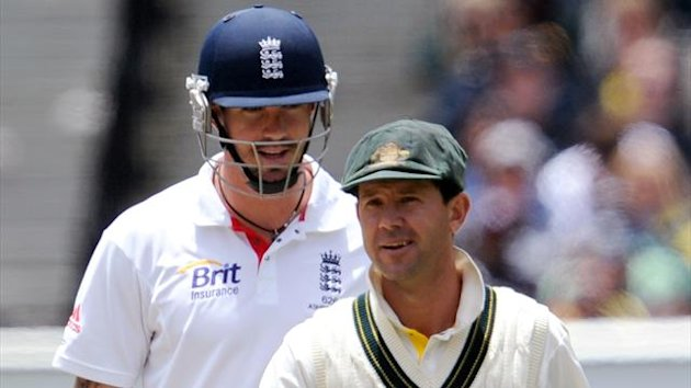 Australian captain Ricky Ponting (R) has words with England batsman Kevin Pietersen (L) after an unfavourable umpiring decision on the second day of the fourth Ashes cricket Test match in Melbourne on December 27, 2010 (AFP)