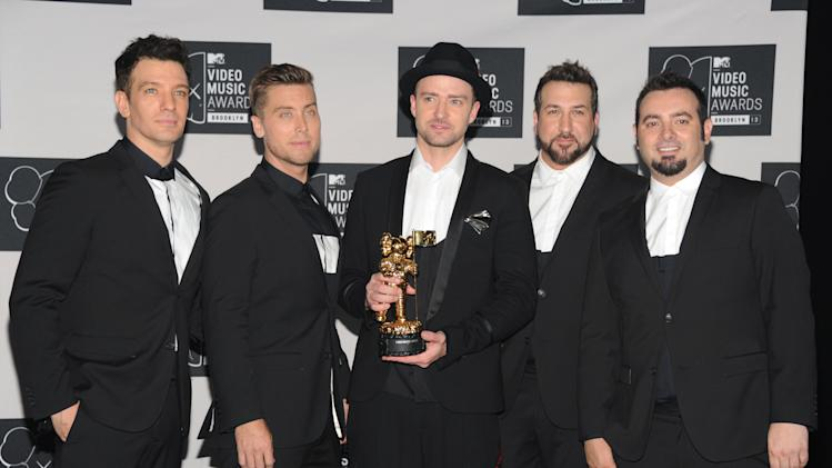 Justin Timberlake, center, winner of the video vanguard award poses backstage with, from left, JC Chasez, Lance Bass, Joey Fatone and Chris Kirkpatrick of 'N Sync at the MTV Video Music Awards on Sunday, Aug. 25, 2013, at the Barclays Center in the Brooklyn borough of New York. (Photo by Evan Agostini/Invision/AP)