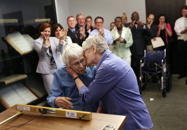 Click image to see more photos of gay marriage in New York. (AP/Michael Appleton, Pool)
