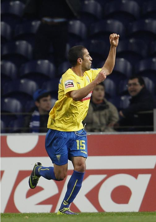 Estoril's Goebel celebrates his goal against Porto during their Portuguese premier league soccer match in Porto