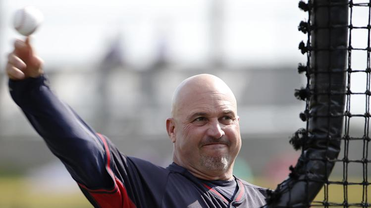 Atlanta Braves manager Fredi Gonzalez throws batting practice before a spring exhibition baseball game against the Philadelphia Phillies in Clearwater, Fla., Monday, March 10, 2014. (AP Photo/Kathy Willens)