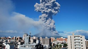 japan_volcano_630 - Record-breaking eruption of Japanese volcano launches ash 5 km into the sky - Asia | Middle East