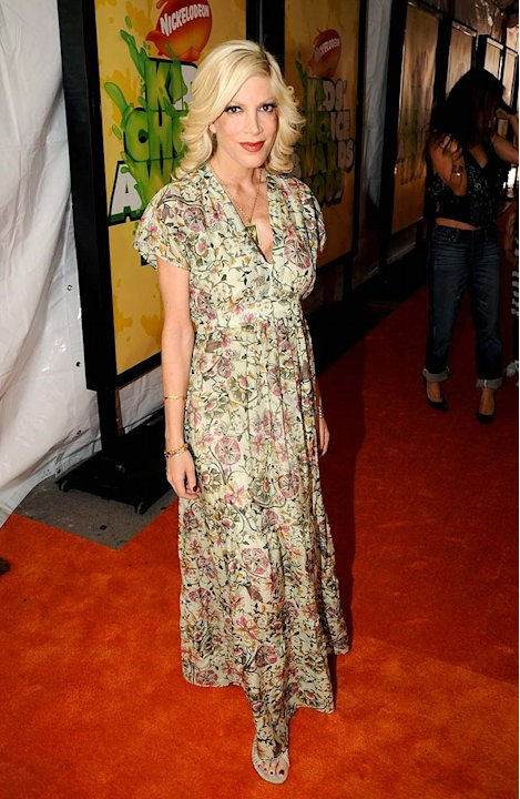 "Tori Spelling arrives at ""Nickelodeon's 2009 Kids' Choice Awards"" at UCLA's Pauley Pavilion on March 28, 2009 in Westwood, California."