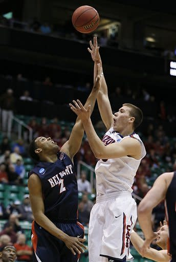 Lyons leads 6th-seed Arizona over Belmont 81-64
