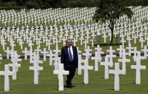U.S. Defense Secretary Hagel visits the graves of U.S. soldiers at the American cemetery in Taguig