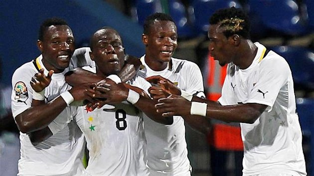 Ghana&#39;s Andre Ayew (2nd L) celebrates his goal with teammates during their African Nations Cup quarter-final soccer match against Tunisia at Franceville stadium February 5, 2012