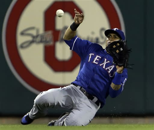Cruz gets big hit again, Rangers beat Cardinals