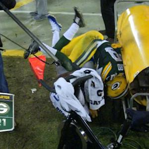Green Bay Packers cornerback Casey Hayward bonks head on sideline heater