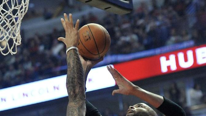 Chicago Bulls' Taj Gibson (22) goes up to shoot against Los Angeles Lakers' Carlos Boozer (5) during the first half of an NBA basketball game in Chicago, Thursday, Dec. 25, 2014. (AP Photo/Paul Beaty)