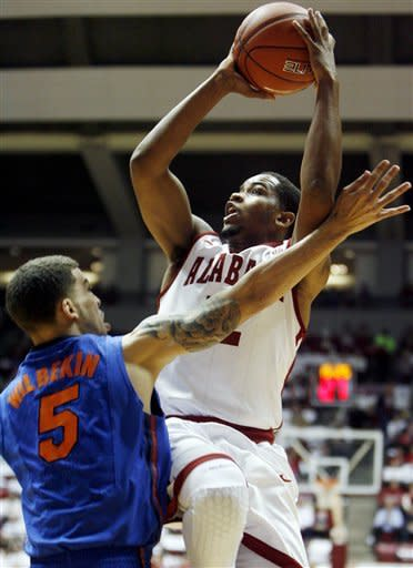 No. 14 Florida beats Alabama 61-52