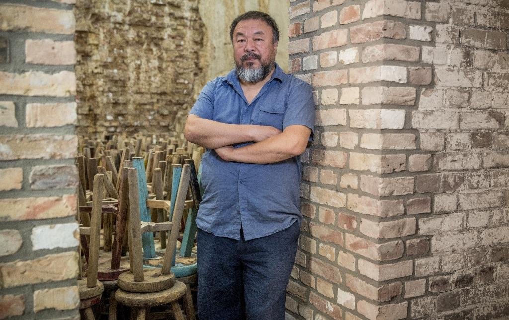Chinese artist Ai Weiwei posts photos of suspected bugging devices