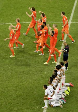Van Gaal leads Dutch into World Cup semifinals