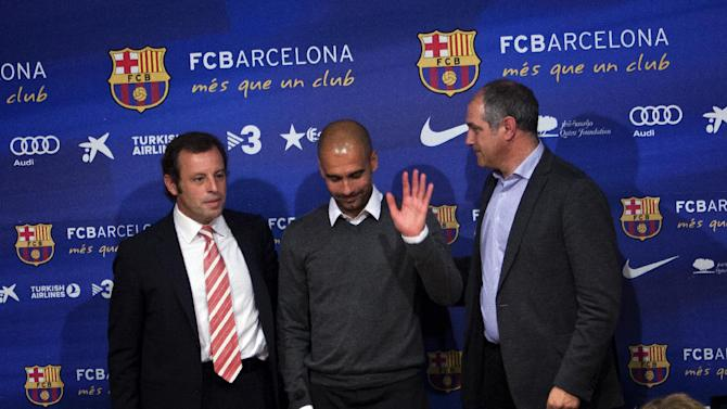 Barcelona's coach Pep Guardiola, center,  gestures next to the president of the club Sandro Rosell, left, and the sport director Andoni Zubizarreta, right, during a press conference where he announced his resignation in Barcelona, Spain, Friday, April 27, 2012. Barcelona coach Pep Guardiola will not continue as coach of the Spanish club after this season and assistant Tito Vilanova will take over.  (AP Photo/Emilio Morenatti)