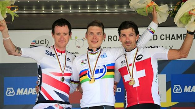 Silver medalist Bradley Wiggins (L) of Great Britain, gold medalist Tony Martin (C) of Germany and bronze medalist Fabian Cancellara of Switzerland pose on the podium of the Elite Men's Time Trial (AFP)
