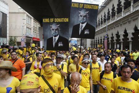 Malaysia's Mahathir joins protesters calling for PM to go