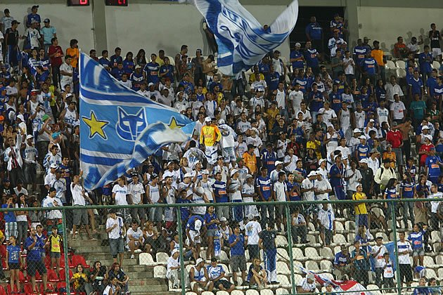 10 Cruzeiro - Dvida: R$ 120 mi / Tamanho da torcida: 6,6 mi / Dvida por torcedor: R$ 18,31