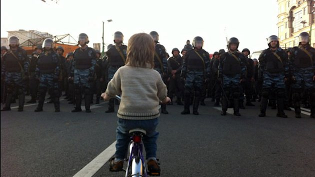Boy on a Bike Becomes Moscow's Tiananmen Image (ABC News)