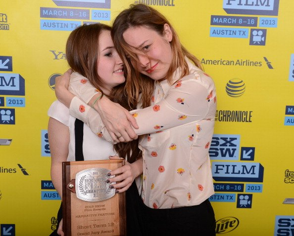 Kaitlyn Dever and Brie Larson