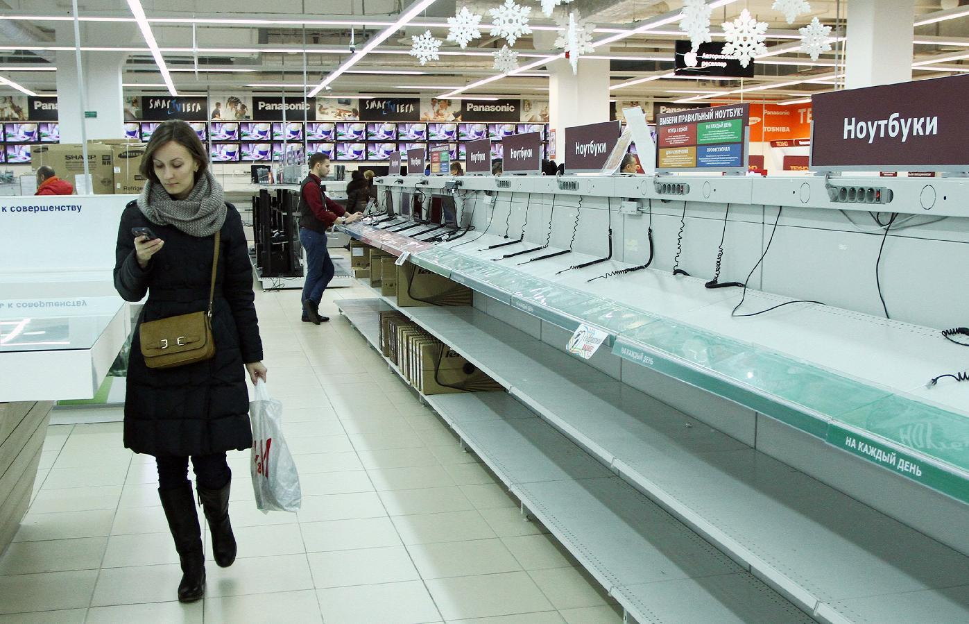 Belarus blocks sites, closes stores to stem currency panic