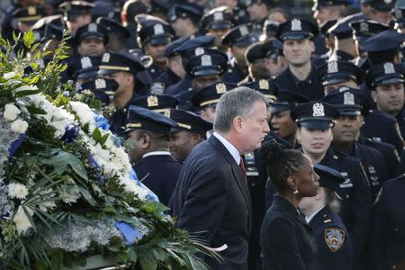 Angry police shun NYC mayor at funeral for slain officer