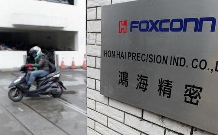 Foxconn plans 10-12 new Indian facilities by 2020 - chairman