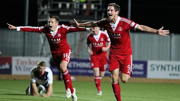 Scott Vernon, right, is determined to end Aberdeen's long wait for a trophy