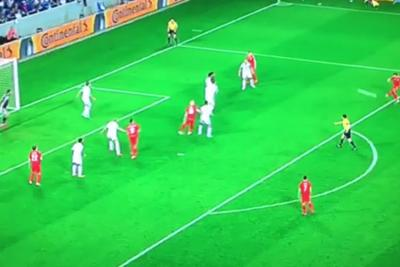 The goalkeeper didn't even try to save this Gareth Bale free kick