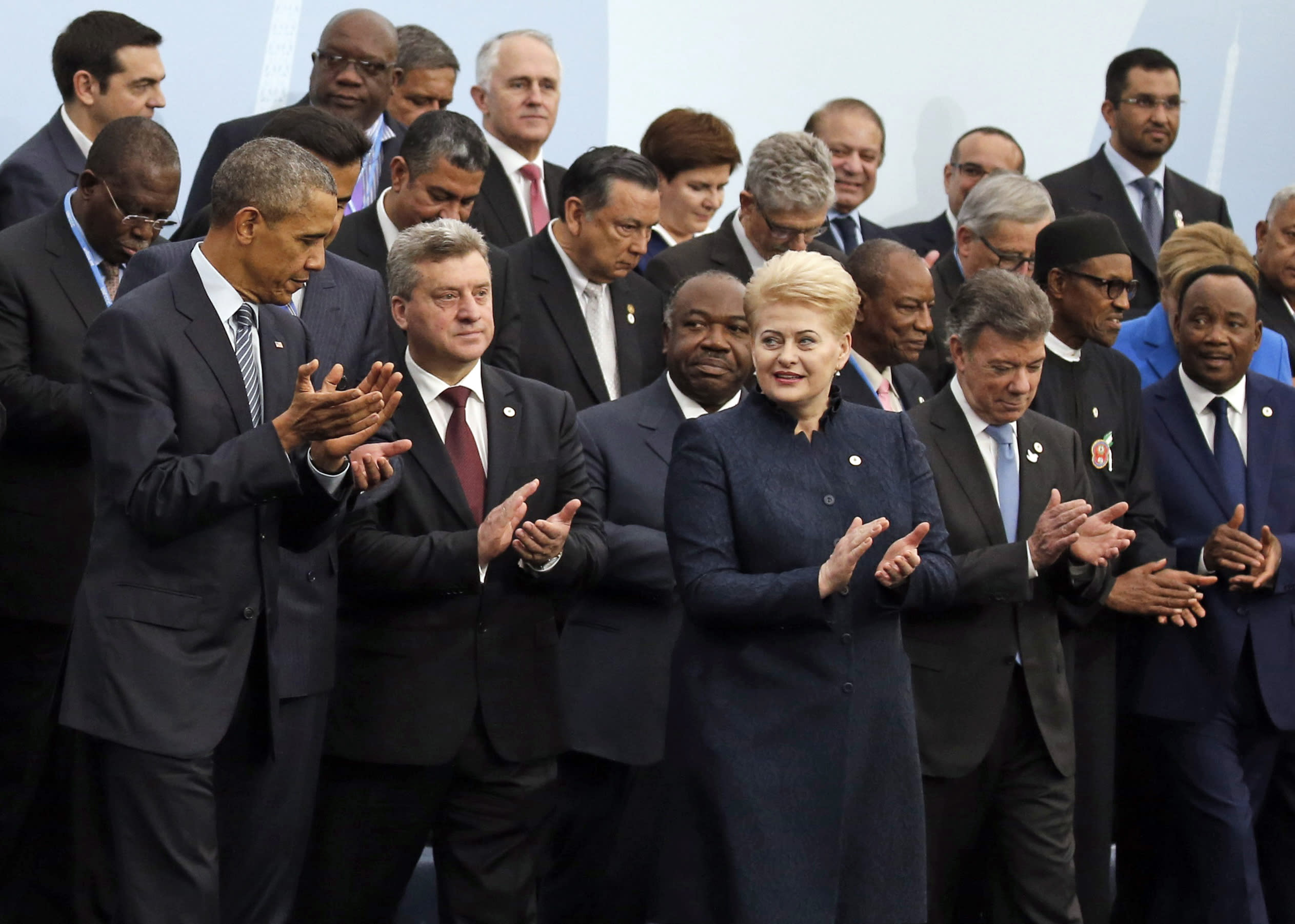 Leaders of warming Earth meet in Paris to cut emissions