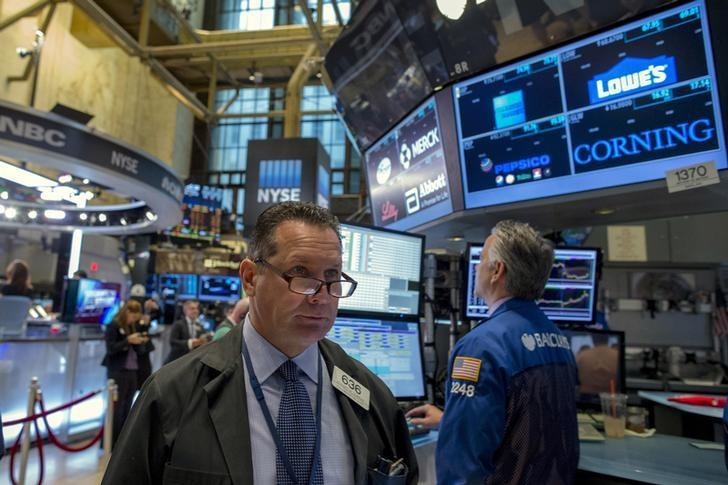Wall Street ends up slightly as focus turns to earnings