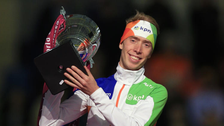 Jorrit Bergsma of the Netherlands celebrates holding the trophy on the podium after the men's 5000-meter speedskating race during the World Cup final at Thialf skating arena, Sunday, March 16, 2014, in Heerenveen, northern Netherlands. (AP Photo/Peter Dejong)