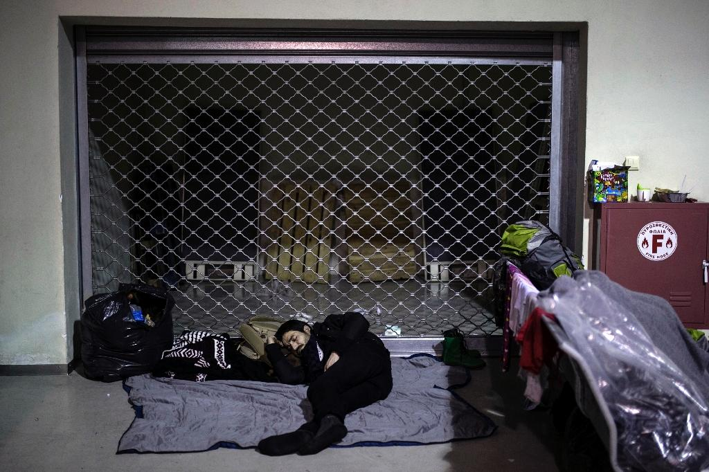 EU tells Greece to improve conditions for refugees