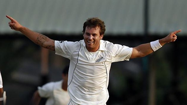 New Zealand's Doug Bracewell celebrates taking the wicket of Sri Lanka's Mahela Jayawardene during the fourth day of second and final test cricket match in Colombo, November 28, 2012. (Reuters)