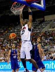 Kobe Bryant of the US Men's Senior National Team, center, dunks during an exhibition match between Spain and the United States Tuesday, July 24, 2012, in Barcelona, Spain, in preparation for the 2012 Summer Olympics. (AP Photo/Manu Fernandez)