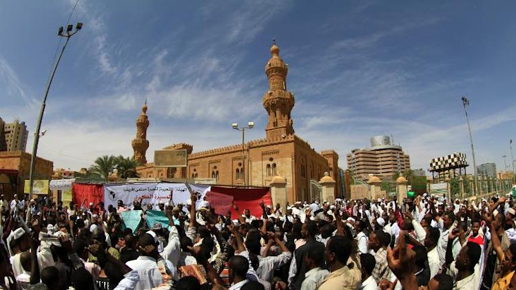 Sudanese fundamentalists shout slogans during a rally in the Sudanese capital Khartoum on March 7, 2014 in support of Muslims in neighbouring Central African Republic, where French and African troops are deployed to stop sectarian killings