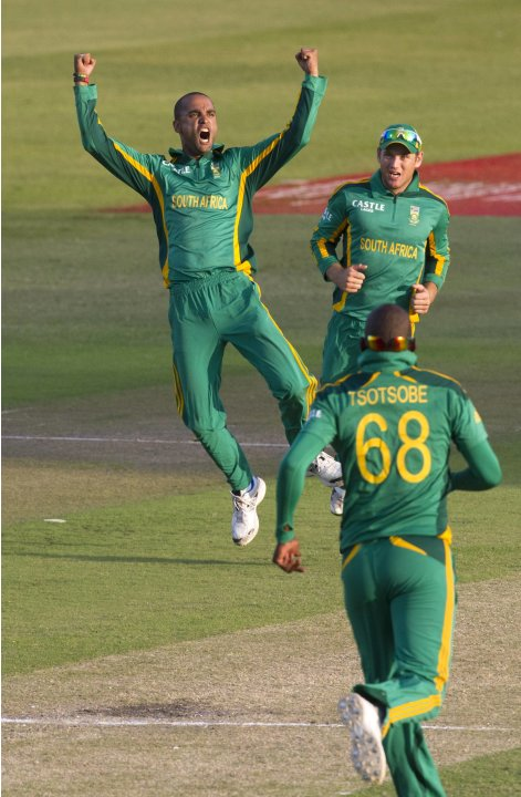South Africa's Peterson celebrates the wicket of Pakistan's Afridi during their fourth One Day International cricket match in Durban