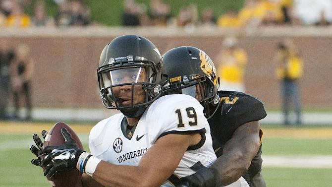 Vanderbilt wide receiver C.J. Duncan, left, pulls down a reception in front of Missouri's Duron Singleton o score a touchdown during the fourth quarter of an NCAA college football game Saturday, Oct. 25, 2014, in Columbia, Mo. Missouri won the game 24-14. (AP Photo/L.G. Patterson)