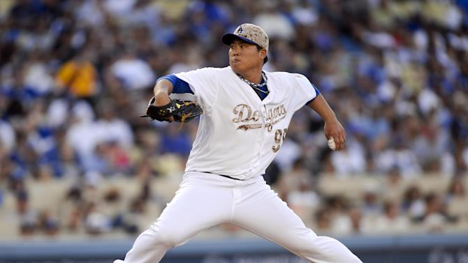 Ryu perfect for 7, Dodgers hold off Reds 4-3
