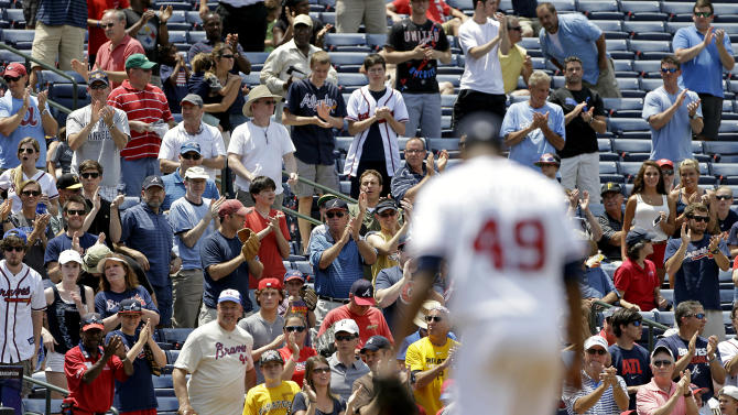 Fans give a standing ovation for Atlanta Braves starting pitcher Julio Teheran after he gave up his first and only hit of the game in the eighth inning of a baseball game to Pittsburgh Pirates' Brandon Inge Wednesday, June 5, 2013, in Atlanta. The Braves won 5-0. (AP Photo/David Goldman)