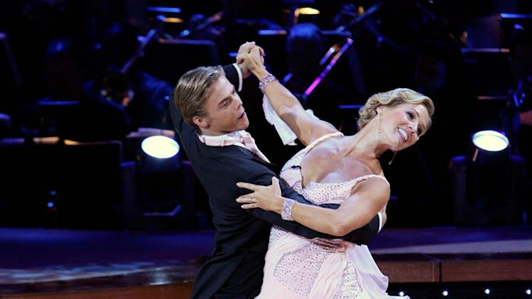 Derek Hough and Jennie Garth perform a dance on the 5th season of Dancing with the Stars.