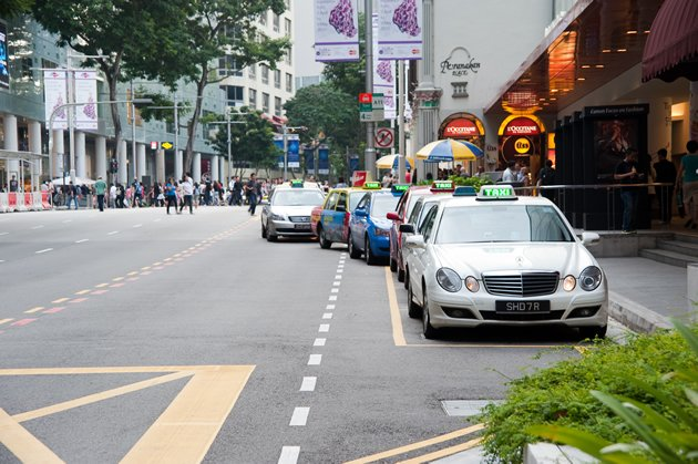 SMRT revises taxis' flag-down rate, booking fees, surcharges - Yahoo ...