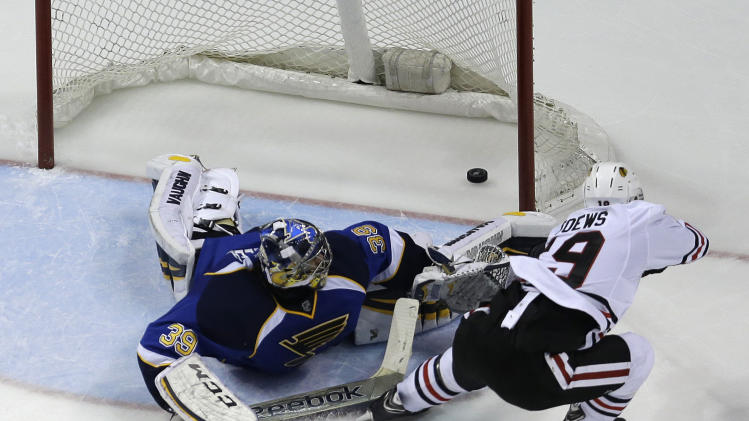 Jonathan Toews wins Game 5 with OT breakaway goal vs. Blues (Vi…