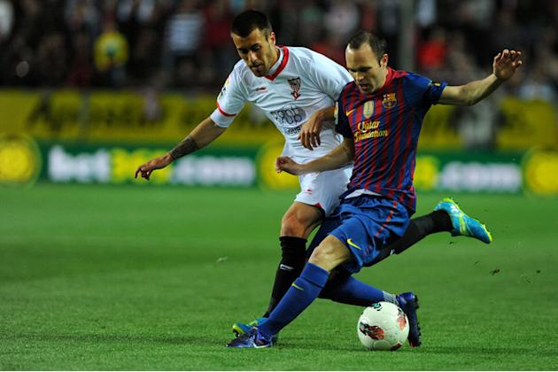 Sevilla's Defender Antonio Manuel Luna (L) Vies AFP/Getty Images