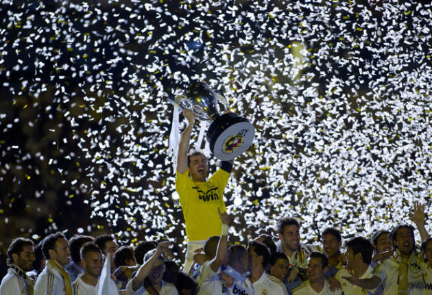 TOPSHOTS  Real Madrid's Goalkeeper And Captain Iker Casillas Holds The Spanish League Trophy On May 13, 2012 At The AFP/Getty Images