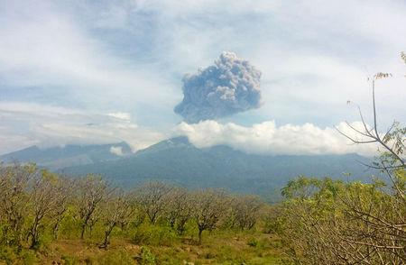 Hundreds brought down from slopes of erupting volcano in Indonesia
